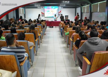 Alumnos de sede Atotonilco en conferencia sobre hábitos alimenticios