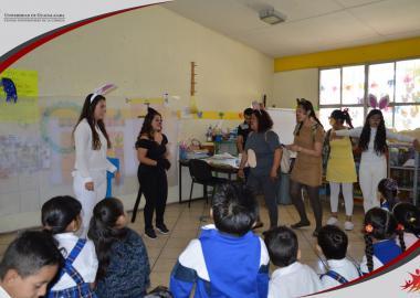 """Alumnos del Taller de Teatro CUCIÉNEGA presentando la obra """"Los animalitos también cuidamos el agua"""""""