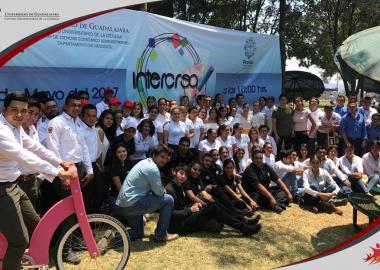 Fotografía grupal de los equipos participantes