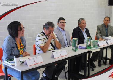 Miembros del presídium Dra. Liliana Ibeth Castañeda Rentería, Dr. Jesús Ruiz Flores, Dr. Sergio Lorenzo Sandoval Aragón, Dr. José de Jesús Quintana Contreras y el Dr. Ignacio Medina Núñez