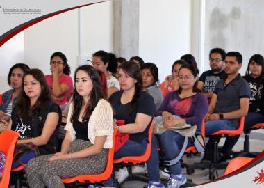 Alumnos de las carreras de Psicología y Periodismo