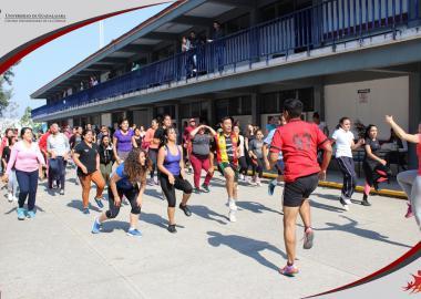 Alumnos de sede Ocotlán en clase de acondicionamiento físico
