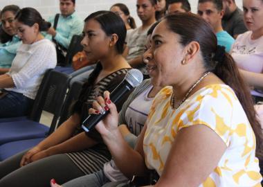 Estudiantes en la conferencia