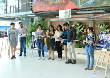 Invitados realizando el corte de listón de la inauguración