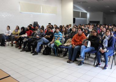 Estudiantes del Centro Universitario de la Ciénega en la Ponencia del Dr. Héctor Rangel Villalobos